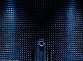 摄影师精美图像呈现超级消音室和太阳能炉