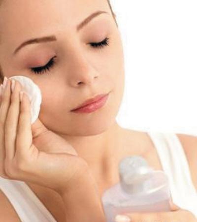 化妆棉配合卸妆油眼部卸妆更干净(图)