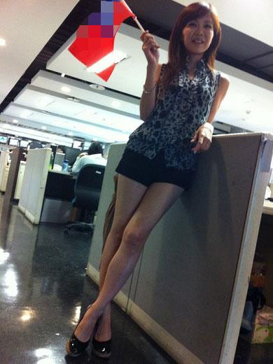嫩嫩的高中女生p_台湾女主播热裤秀美腿 素颜赴约吓到嫩男(组图)