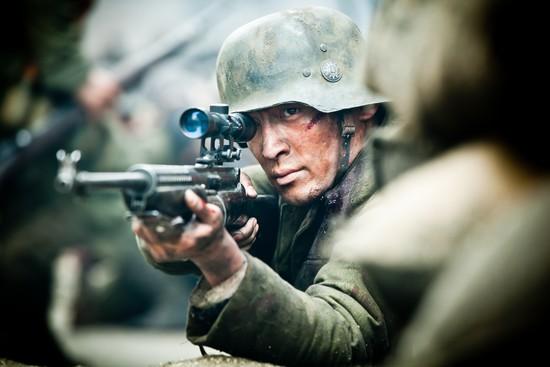 胡歌饰演狙击手戴涛