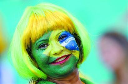 球迷的灿烂笑容,不知明年能否在巴西再次见到