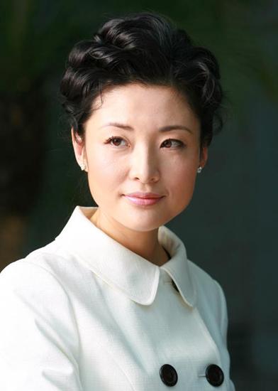 2002年,周涛和明宏正式离婚半年后,现任丈夫路云正式向她求婚了