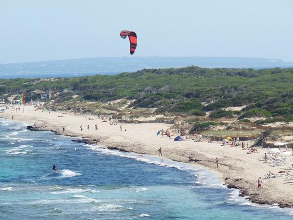 西班牙伊比莎岛,Es Cavallet沙海滩