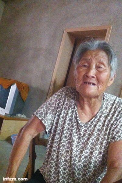 太外婆王广兰是最后听到两个孩子生前讯息的人。孩子母亲乐燕曾委托她抚养李梦雪,但因年事已高,且家里还有两个残疾人需要照顾,她没敢接手。 (南方周末记者 柴会群/图)