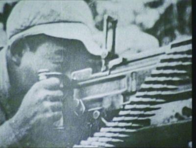朝鲜战场上,孙明芝在战斗中。