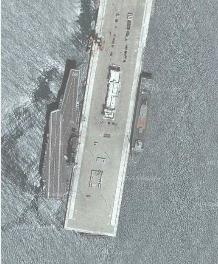 美国谷歌地图曝光中国航母基地 舰载机停甲板