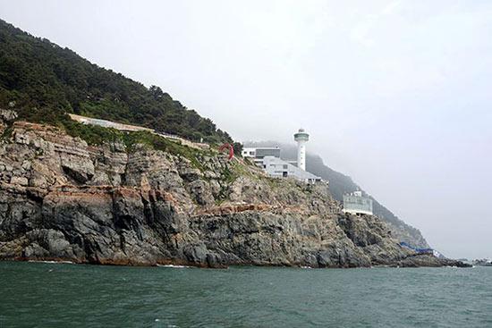 乘坐游轮看到的釜山太宗台灯塔