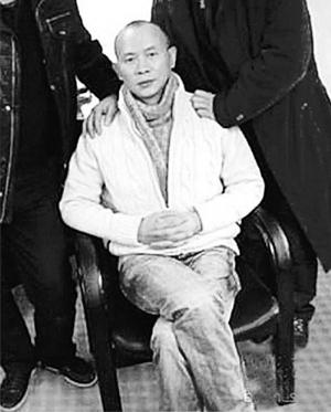 28日下午,肖烨、赵红霞等人敲诈勒索案在重庆市渝北区人民法院一审公开宣判,其中主犯肖烨(见图)被判处有期徒刑10年,赵红霞等3人被判缓刑。