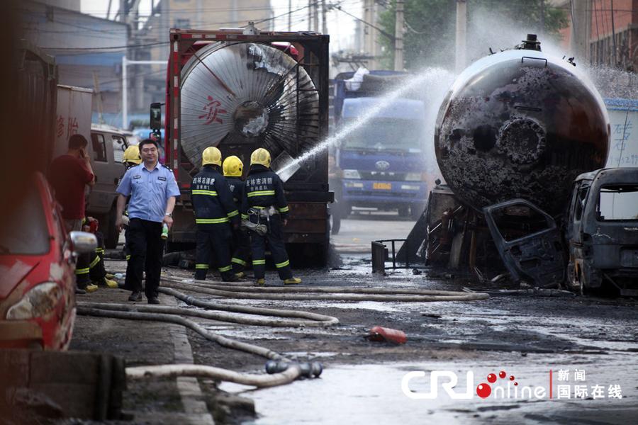 2013年火灾图片_吉林市一加油站油罐车爆炸引发火灾(组图)-搜狐滚动