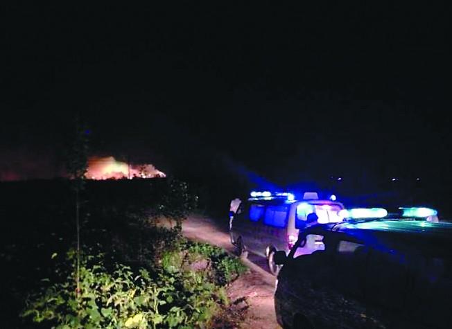 本报邢台电(记者张会武)6月29日22时30分左右,位于任县大豆村同春烟花爆竹有限公司一仓库发生爆炸。截至今日凌晨2时,暂无人员伤亡报告。