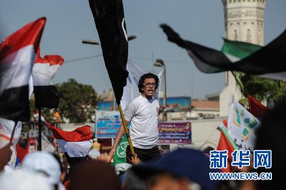 穆尔西执政周年埃及爆发百万人游行