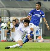 中超图:天津泰达1-0上海申鑫 吕伟拼抢