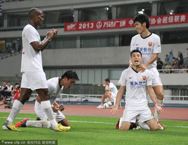 中超图:东亚2-1舜天 武磊怒吼破舜天球门