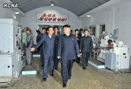 金正恩6月29日视察了新兴机械厂