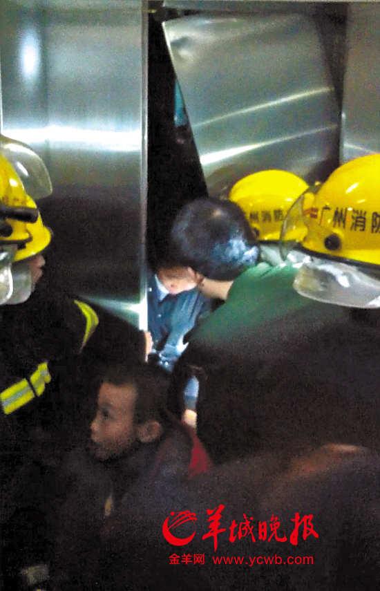 记者调查发现,电梯老、维保乱、换梯难、避监管成了目前影响电梯安全的几大突出隐患