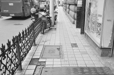 无障碍通道上满是障碍 坐轮椅网友发帖感慨
