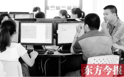 郑州中招评卷现场:零分或满分试卷复检 8日发放成绩