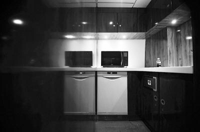 商务舱特别设计了开放式厨房