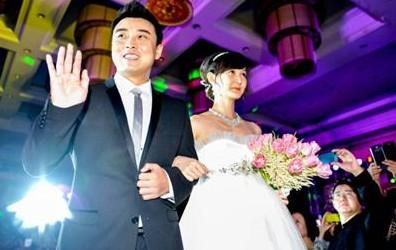 王皓与妻子(图片来源:三峡在线)