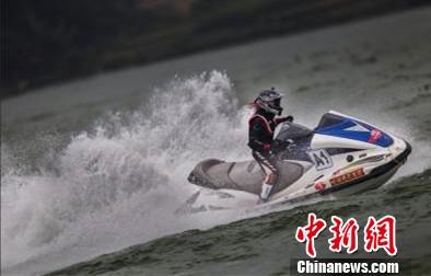 摩托艇联赛彭水站趣事多 少数民族美女试驾(图)