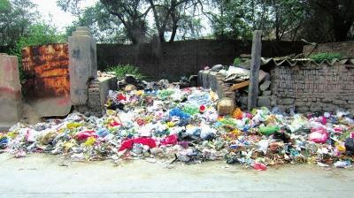 垃圾无人清理焚烧污染环境(图)