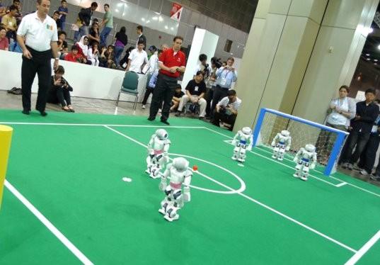 2013机器人足球赛中国夺冠 国足再遭吐槽 图