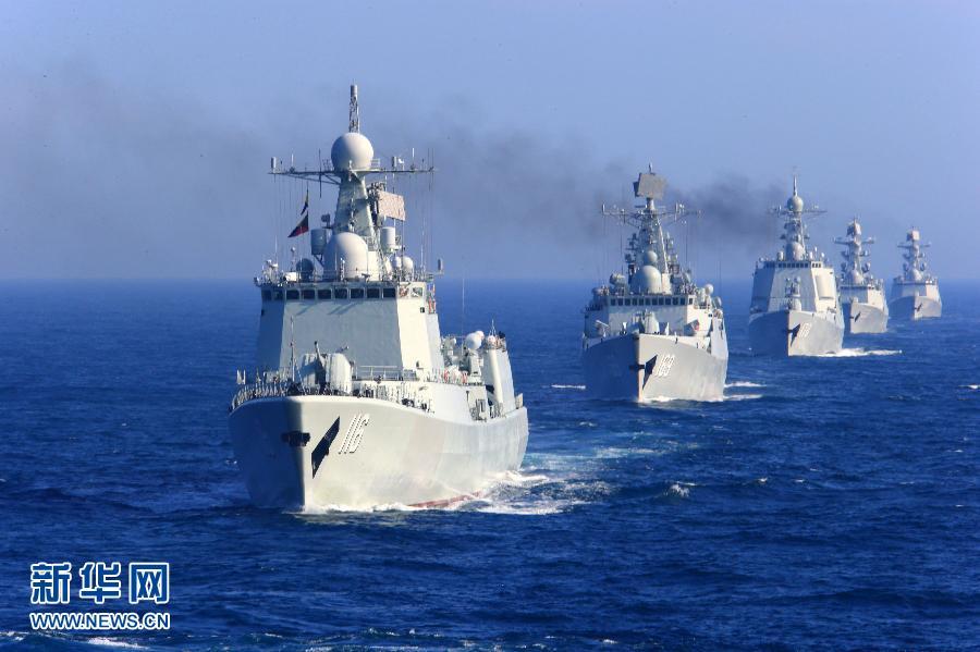 中国海军舰艇编队在日本海进行编队运动训练