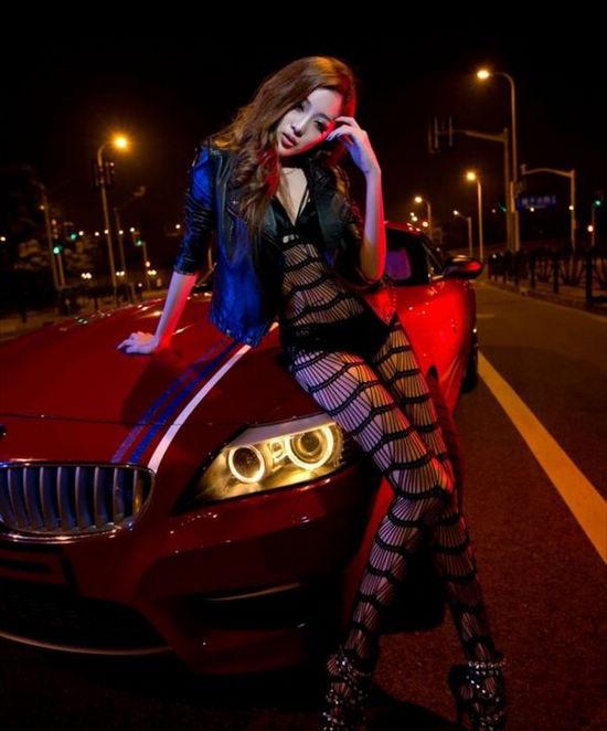 尽显性感魅力黑丝美女在豪车内大玩车震 搜狐