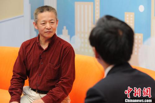"""中国人民大学国际关系学院教授庞中英解读美国""""棱镜门""""事件 中新网记者 张龙云 摄"""
