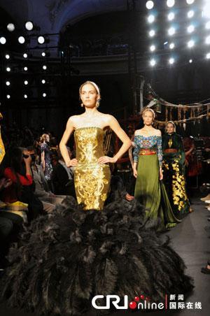 模特们身着劳伦斯许的作品精彩走秀