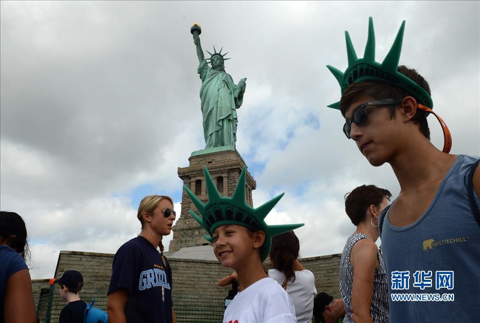 美国纽约自由女神像选择独立日重新对外开放