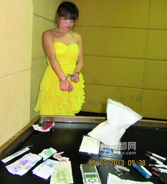 23岁湖南女子左某误交损友染上毒品,为吸毒大批购进冰毒,盘踞江门贩卖。通讯员供图
