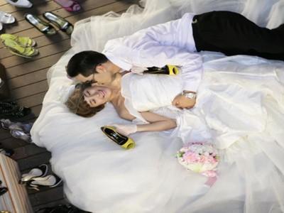 最全《我们结婚了》人气夫妇kiss集合:维尼夫妇唯美鬼泽夫妇俏皮
