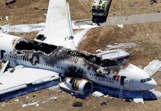 一架韩亚航空公司的波音777型客机当地时间7月6日11点半在美国旧金山国际机场着陆时失事,机尾折断,引发大火。