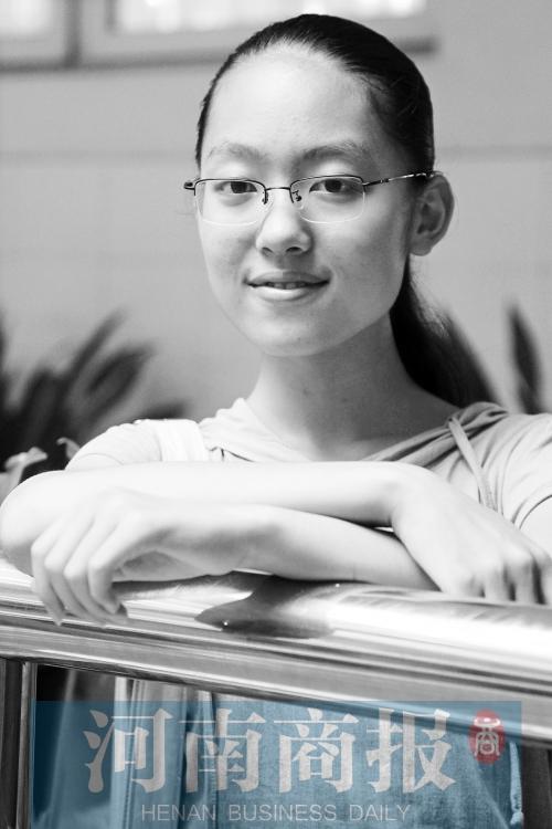 """15岁的祁莹是同学眼中的""""文艺女青年"""""""