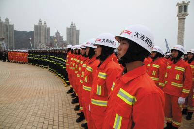 大连市公安消防支队一支名副其实的铁军(图)