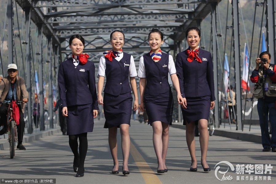 几名穿空姐服装的美女在甘肃省兰州