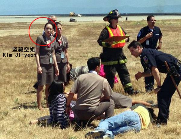 韩亚坠机 英勇空姐哭着背乘客逃生