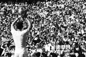 如果说,一年前苏格兰人穆雷在美网圆了全英国76年的大满贯男单冠军梦,那么今年在全英俱乐部,英国人穆雷终于结束了这个国家对温网男单桂冠77年的等待。