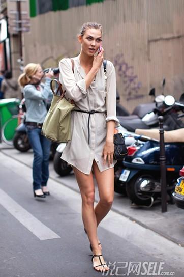欧美裸相_欧美型人街拍示范裸色系衬衫裙的穿搭.
