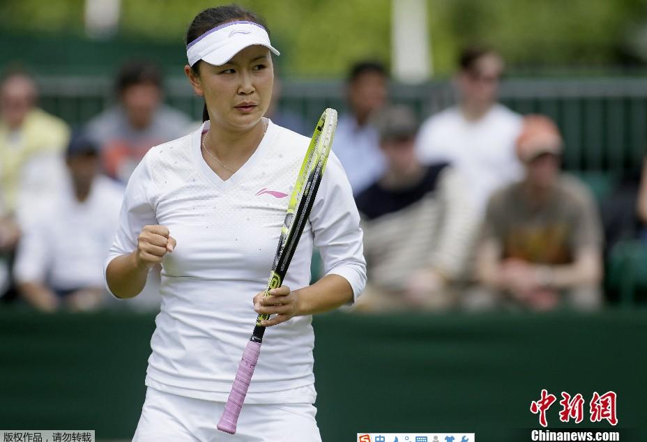 彭帅在温网女双比赛夺冠。