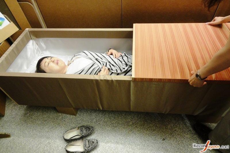日本推出入棺体验活动 零距离感受死亡图 搜