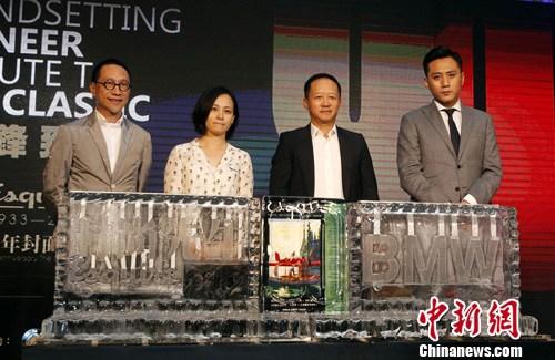"""7月10日晚,金马影帝刘烨(右)在北京出席杂志《时尚先生Esquire》""""创先锋・致经典"""