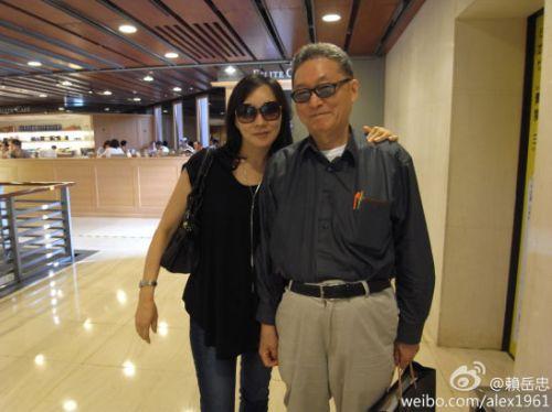 李小屯_李敖携爱妻逛街照曝光 49岁妻仍貌美如花(组图)-搜狐青岛