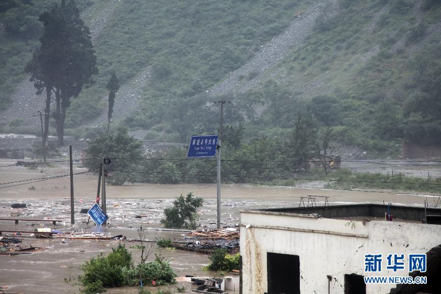 汶川草坡乡泥石流_汶川遭暴雨袭击 都汶高速映汶段出现多处泥石流(组图)-搜狐滚动