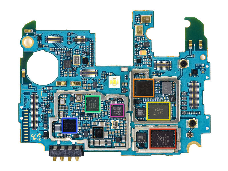 从左到右、从上到下依次为:高通WCD9310音频编解码器、高通MDM9215M 4G GSM/UMTS/LTE调制解调器、ARM MBG965H、东芝THGBM5G7A4JBA4W 16GB eMMC、高通PM8917电源管理、三星K3QF2F200E 2GB LPDDR3 RAM(该芯片下方集成骁龙600 APQ8064T 1.9GHz四核处理器)、博通BCM4335单芯片5G Wi-Fi/基带/无线电。   第20页:WLAN/蓝牙前端模块