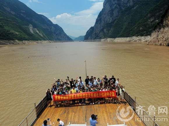 全国网媒记者船进神龙架 一路风光一路景 图高清图片