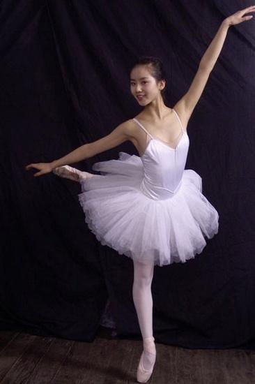 跳芭蕾舞的人_北京舞蹈学院毕业照极致唯美(组图)-搜狐滚动