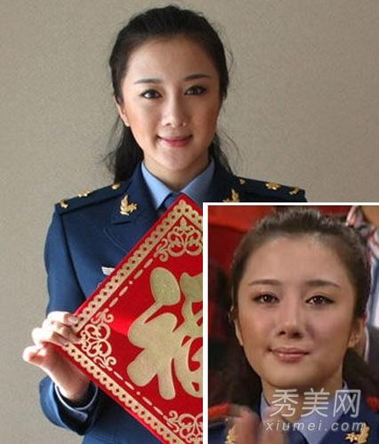 这是09春晚直播,当时的李依晓还没有闲杂这么美艳动人,脸型相比现在大了一圈。