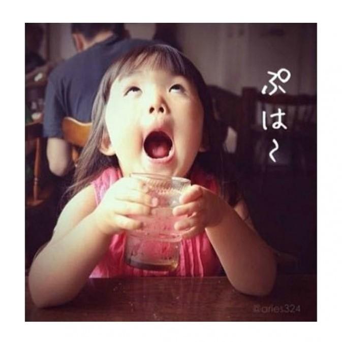 """齐刘海女孩获封""""新一代表情帝""""走红(组图)图片"""